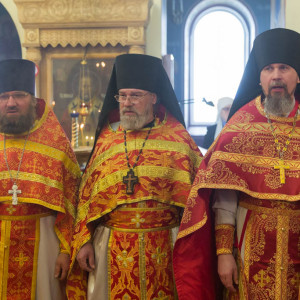 20170420-014-Liturgiya-Nikolskij-muzhskoj-monastyr-Bolshekulache-Omsk-mitr.-Vladimir-Ikim-IMG_2261-300x300