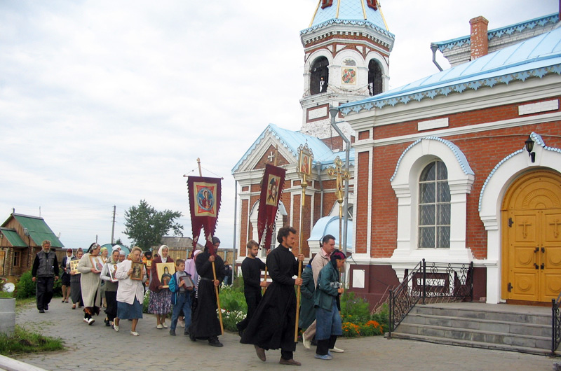 Крестный ход вокруг Свято-Никольского храма